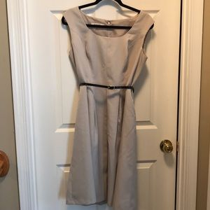 Sleeveless, belted dress with pockets